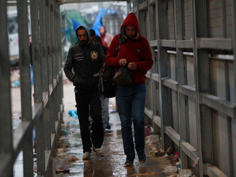 وحشية الاحتلال: القاء ثلاثة عمال فلسطينيين على حاجز جبارة يعانون من ارتفاع في درجات الحرارة
