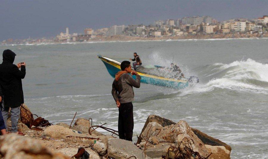 """التماس للعليا: """"على إسرائيل التراجع عن منع إدخال الوقود إلى غزّة"""""""