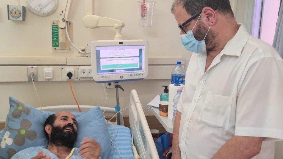 النائب كسيف يزور ماهر الأخرس المضرب عن الطعام منذ 62 يومًا