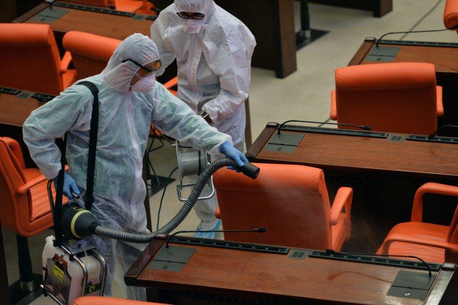 تخوفات في البرلمان التركي بعد تفشي فيروس كورونا بين النواب